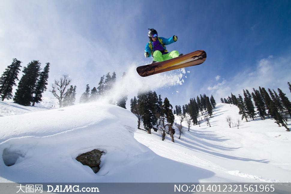 寒冷冬天户外滑雪人物摄影高清图片