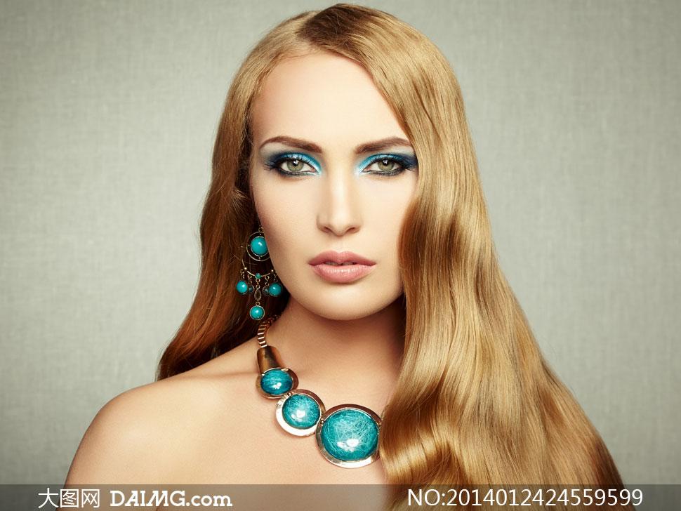 鸥美美美女_关键词: 高清摄影大图图片素材人物欧美美女女性女人模特秀发长发耳环