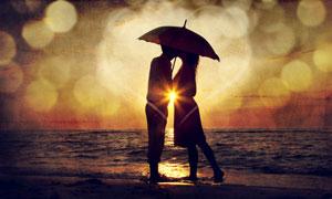 复古风格的海边情侣照片图片素材