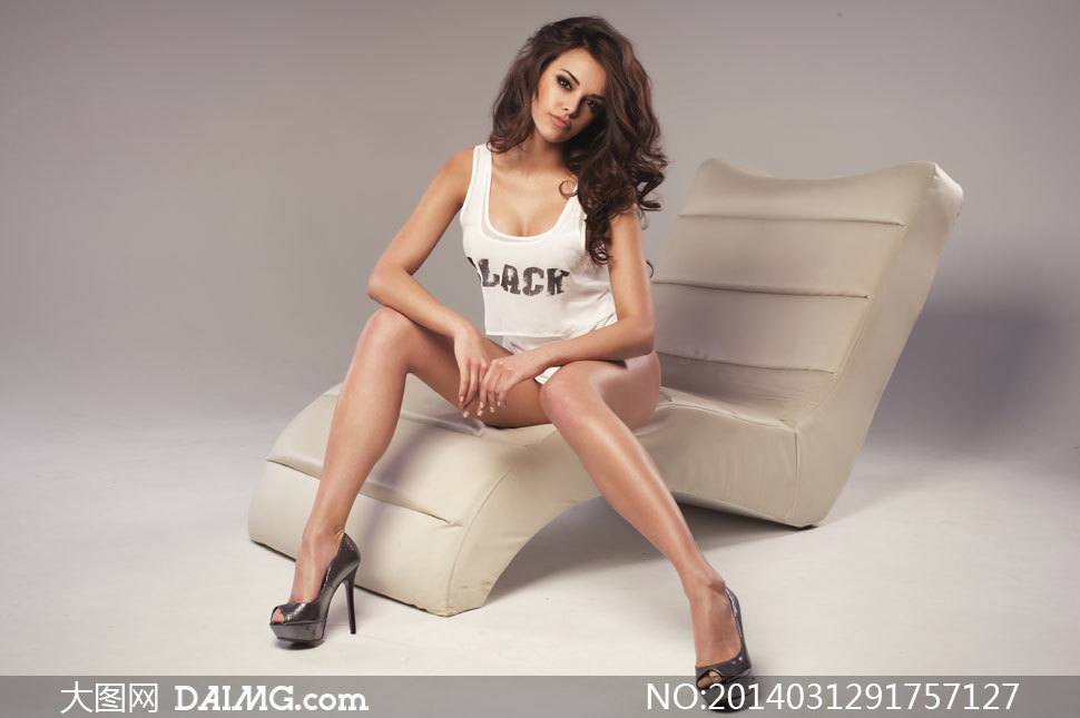 美女女人女性长发秀发卷发高跟鞋化妆妆容美妆眼妆