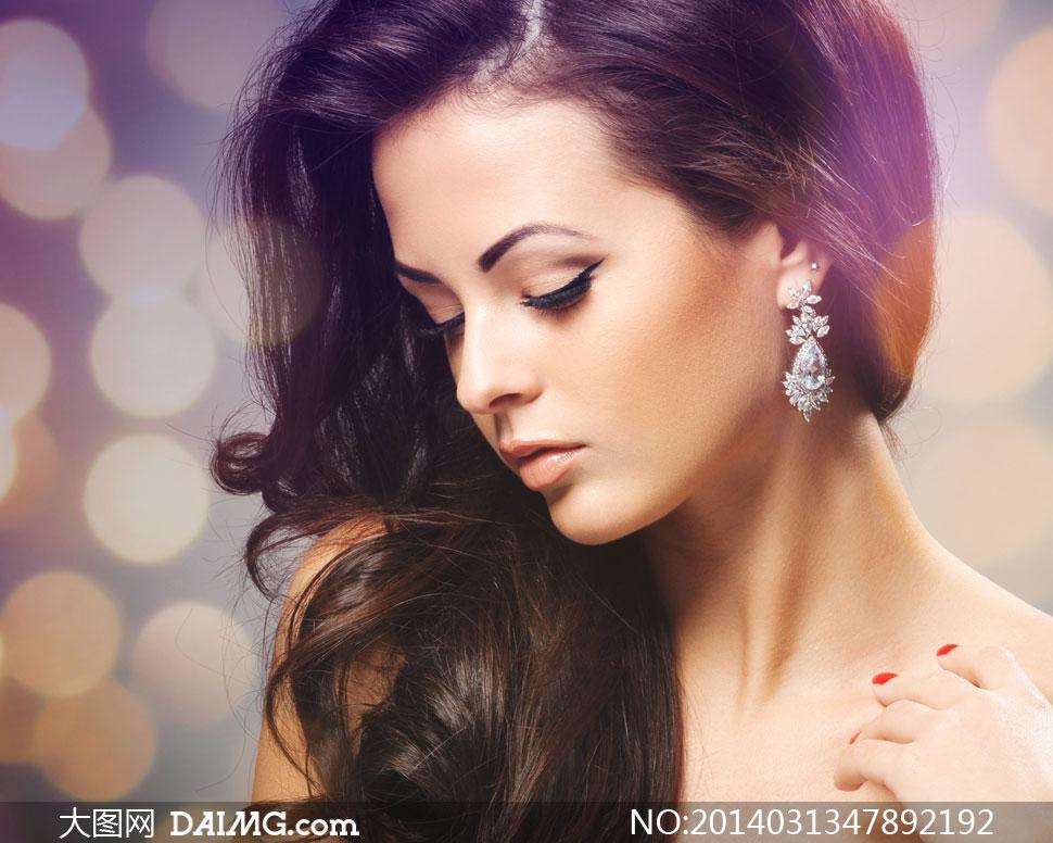 散景效果与披肩发美女摄影高清图片 大图网设