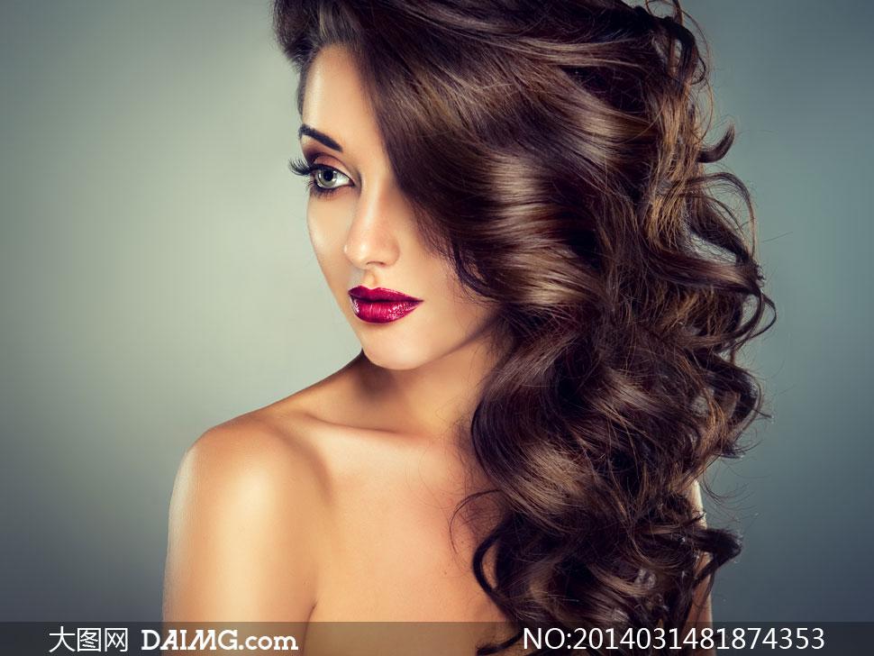 欧美模特美女女人女性发型头发长发秀发卷发唇妆眼妆