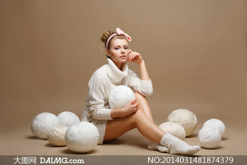 模特局部高清人体写真_穿高领毛衣的美女模特摄影高清图片