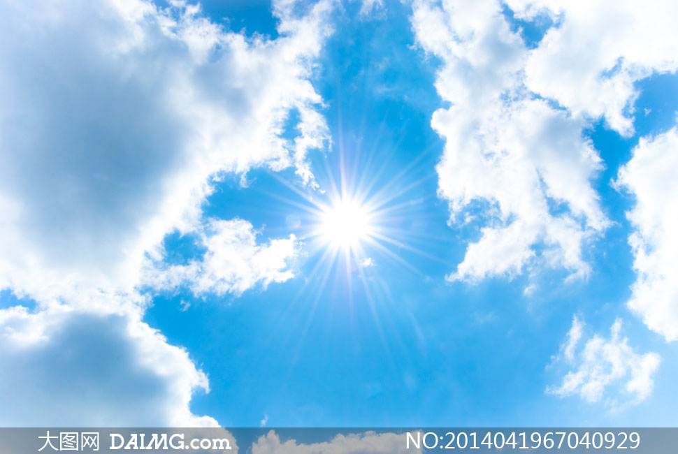 蓝天白云与刺眼的阳光摄影高清图片