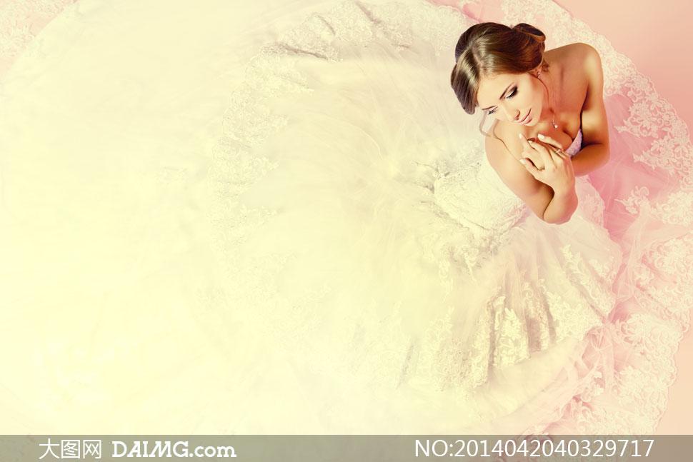 穿白色婚纱礼服的美女摄影高清图片