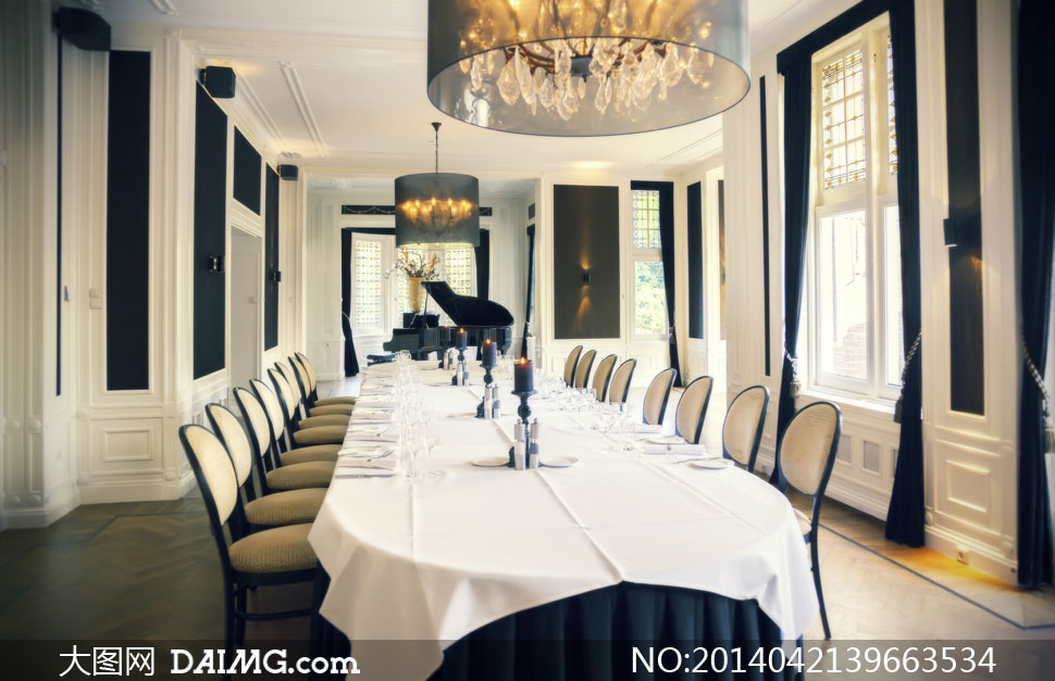 内景椅子桌子桌椅餐桌桌布吊灯水晶灯蜡烛欧式灯光