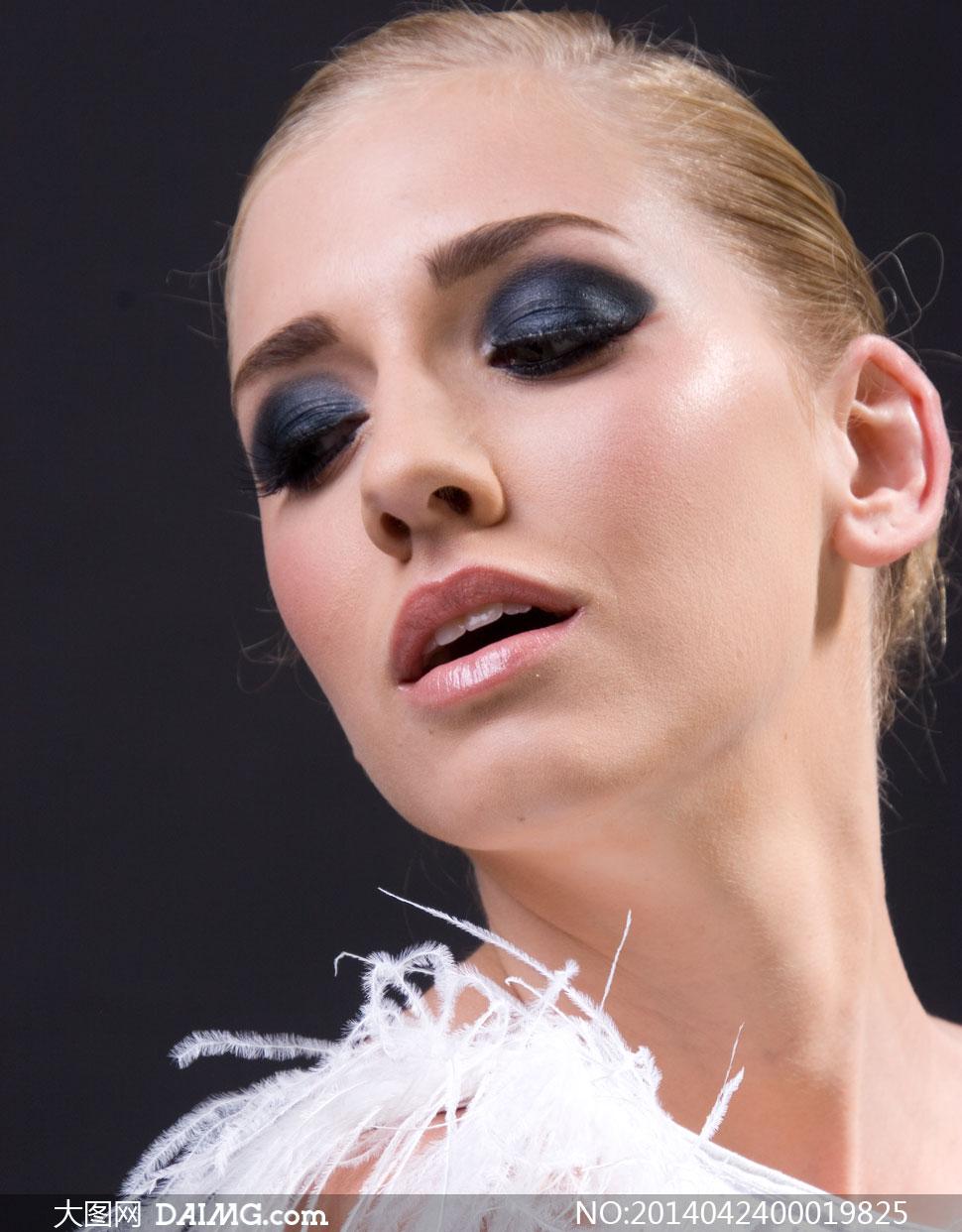 看欧美���a�.�9.b9�dy��_向上看的欧美彩妆模特摄影图片