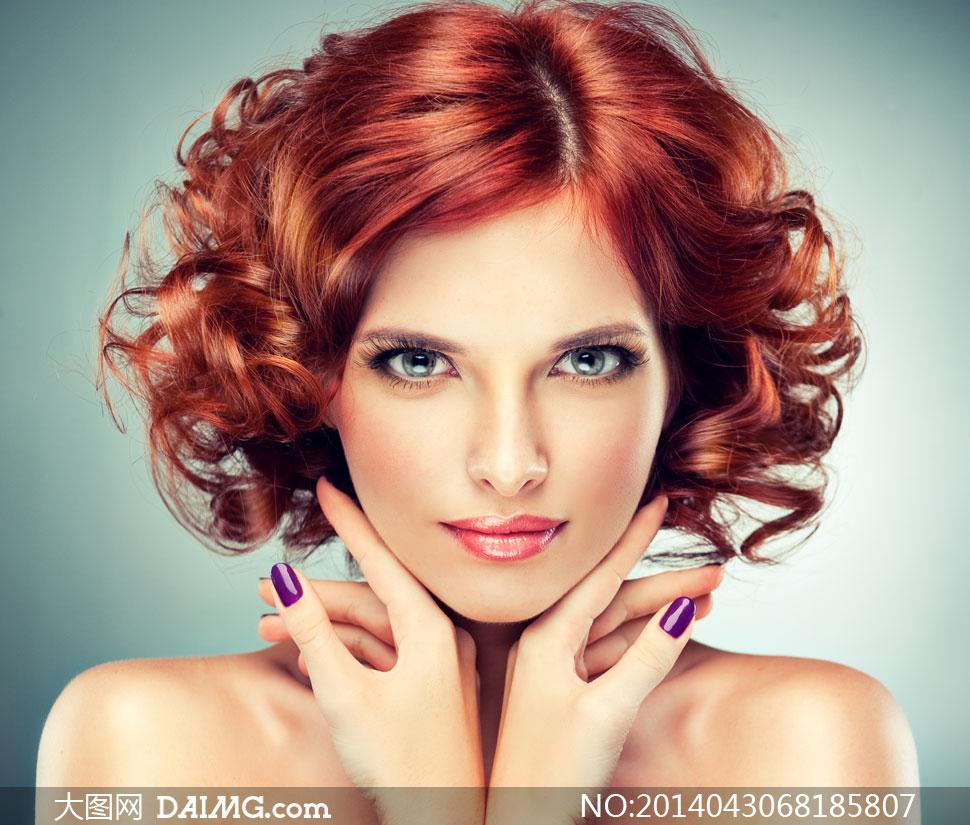 红发妆容美女人物特写摄影高清图片