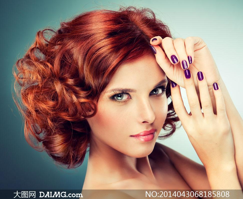 发型美妆美女模特人物摄影高清图片         红发妆容美女