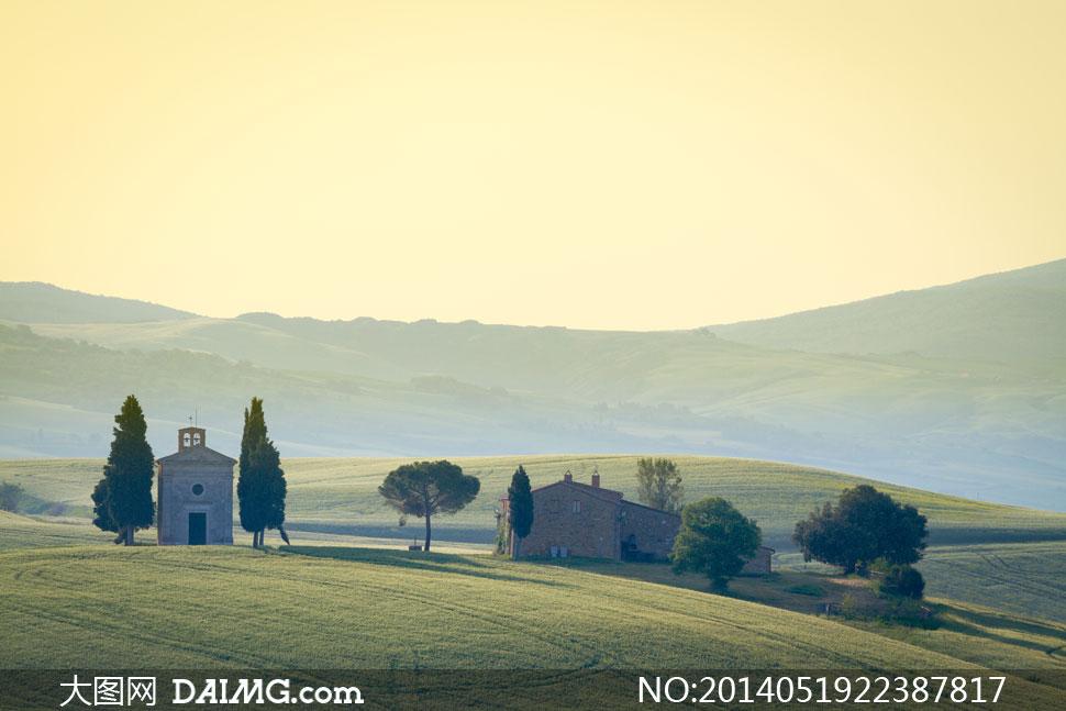 山峦房子树木自然风景摄影高清图片