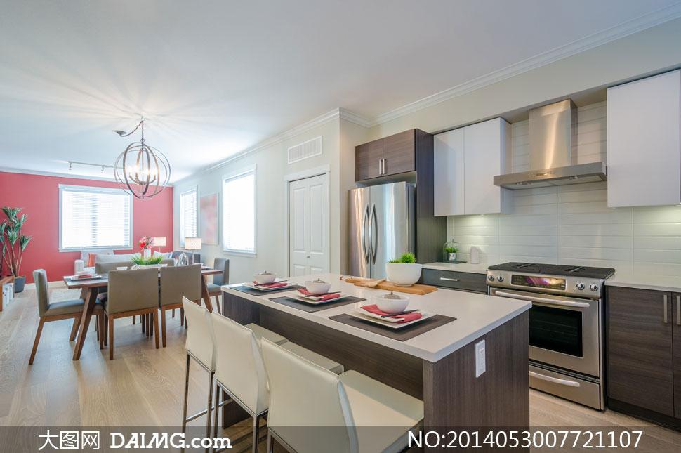 厨房客厅餐桌餐具摆放摄影高清图片