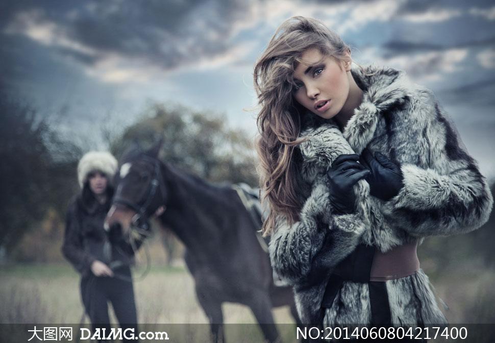 穿皮草大衣的美女人物摄影高清图片