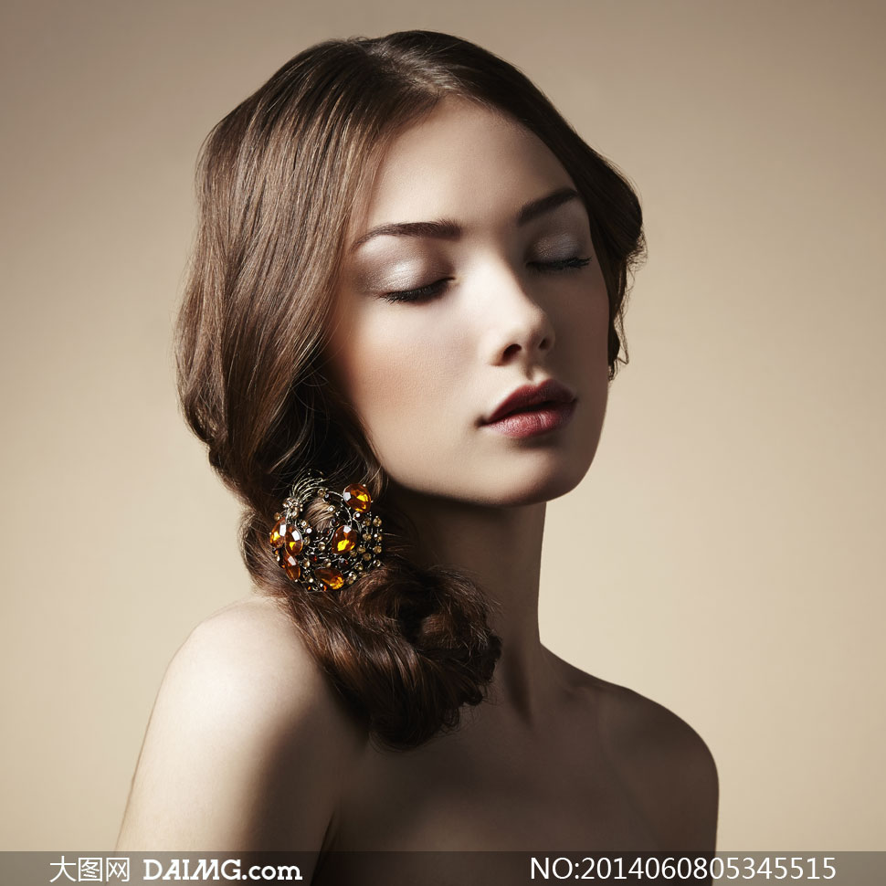 闭着眼的美妆模特人物摄影高清图片 大图网设