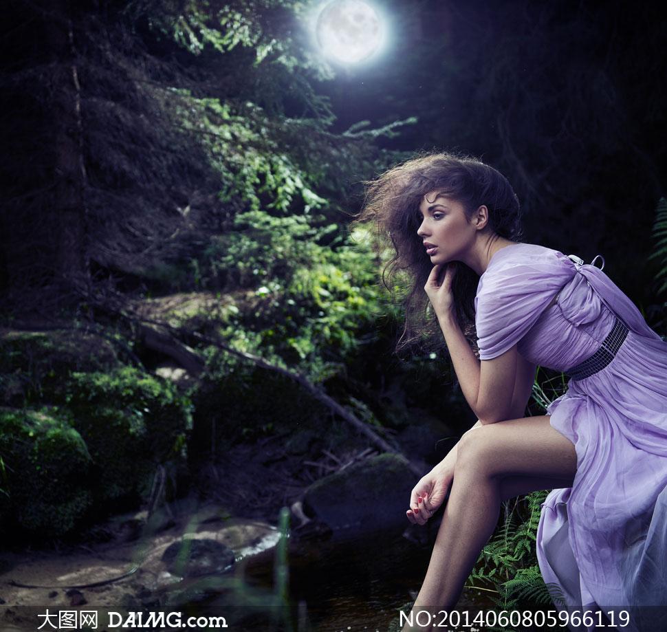 关键词:黑发v黑发大图图片素材长发美女写真人物美女高清女性性感模特军装女人秀发图片