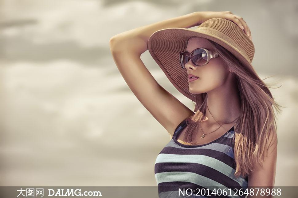 戴帽子的长发气质妹妹图片