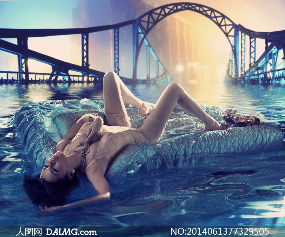 美女裸体搞记图片_水床美女与远处的桥梁摄影高清图片