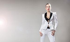 白色西装装扮美女模特摄影高清图片