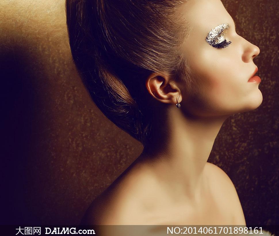 盘发眼妆美女模特侧面摄影高清图片