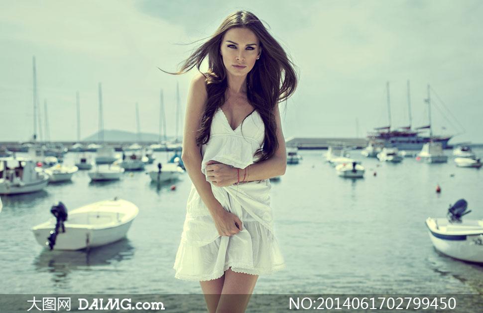 在码头的白裙美女模特摄影高清图片