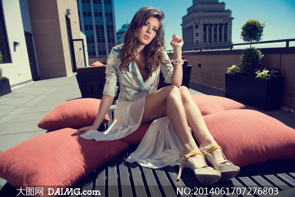 坐在美女上的长腿高清美女被视频睡明星v美女图片枕头图片