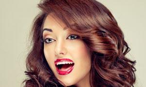 张着嘴的卷发美女人物摄影高清图片