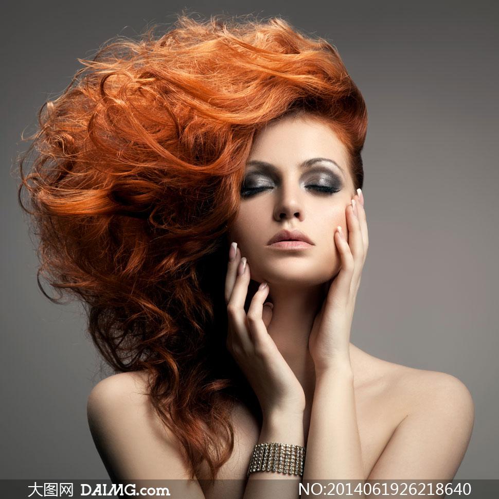 闭着眼的创意发型美女摄影高清图片