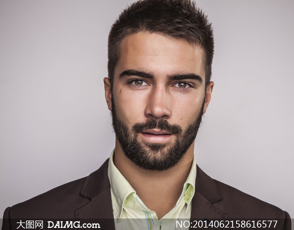 黑色络腮胡子短发男子摄影高清图片