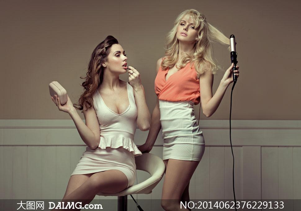 身穿性感超短裙的美女摄影高清图片