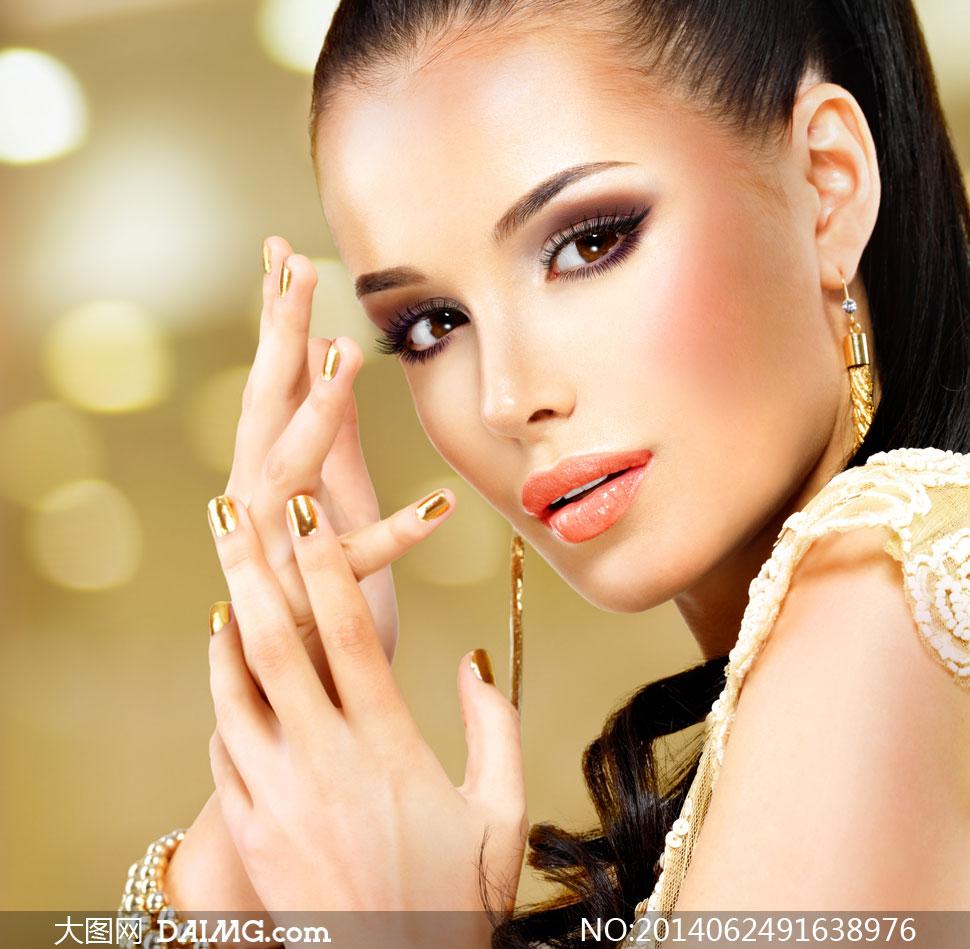 金色指甲妆容美女人物摄影高清图片