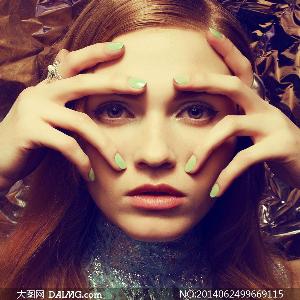 十个手指头放在面部的美女高清图片 大图网设