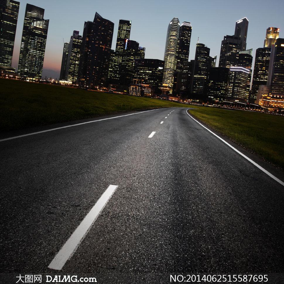路�_城市建筑夜景与柏油路摄影高清图片