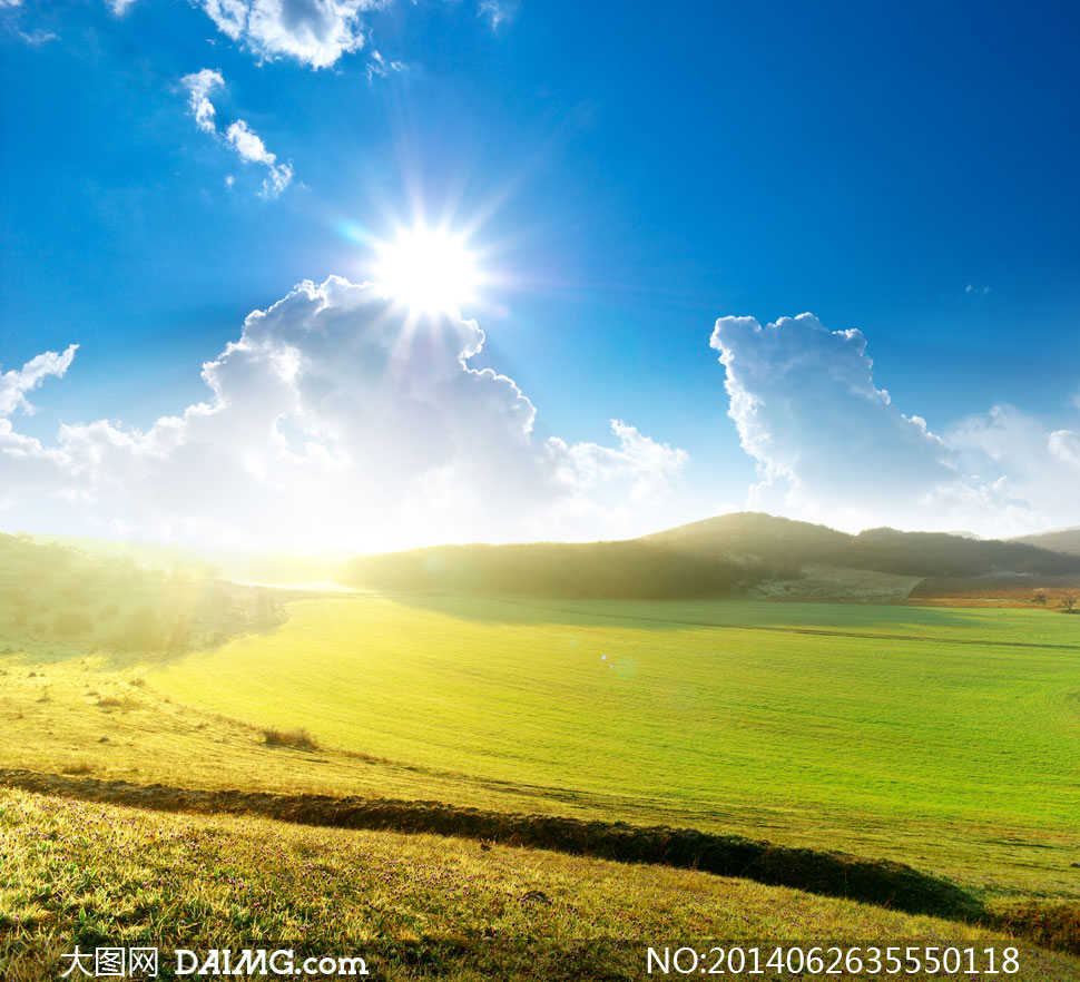 蓝天白云阳光田地风景摄影高清图片图片