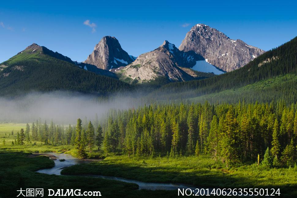 关键词: 高清摄影大图图片素材自然风景风光旅游蓝天天空大山山峰树木