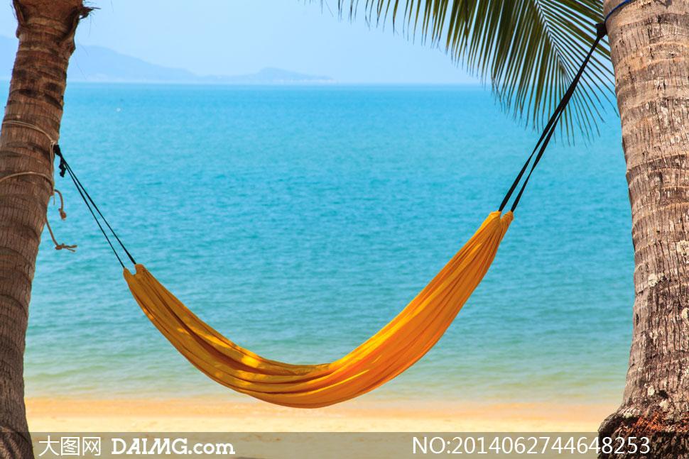 海边沙滩上的布艺吊床摄影高清图片 - 大图网设计素材