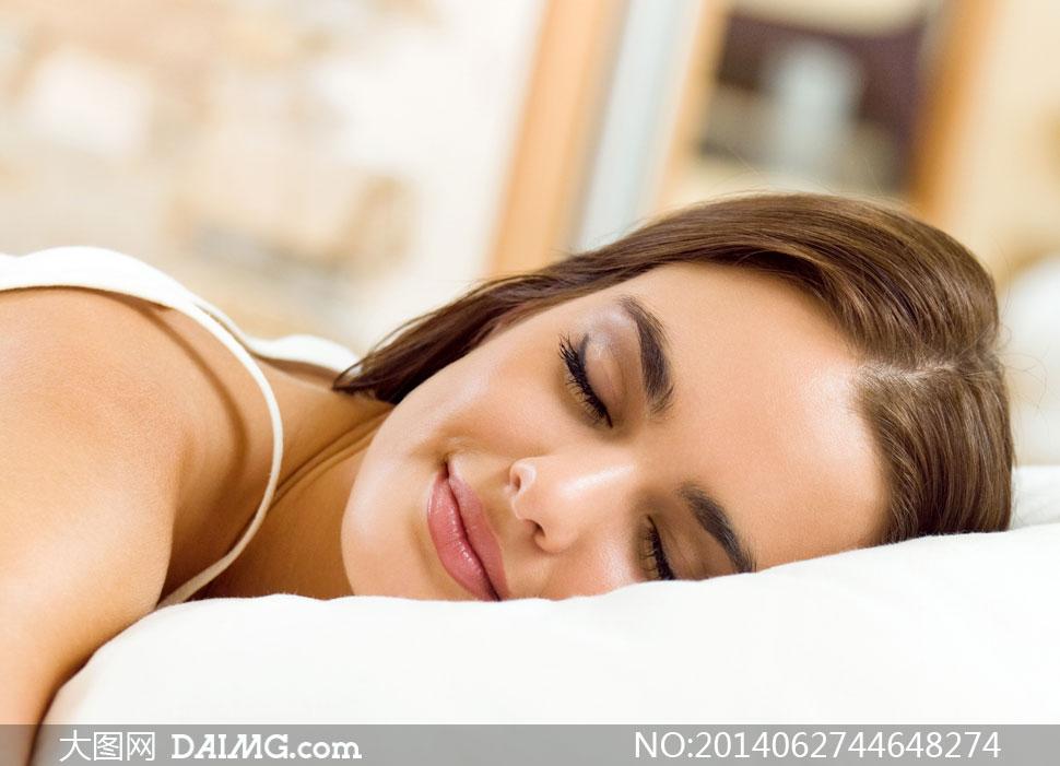 睡眠状态美女人物近景摄影高清图片
