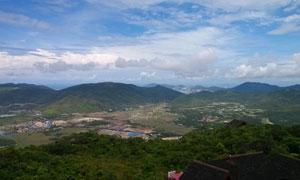 蓝天下的城市全景摄影图片