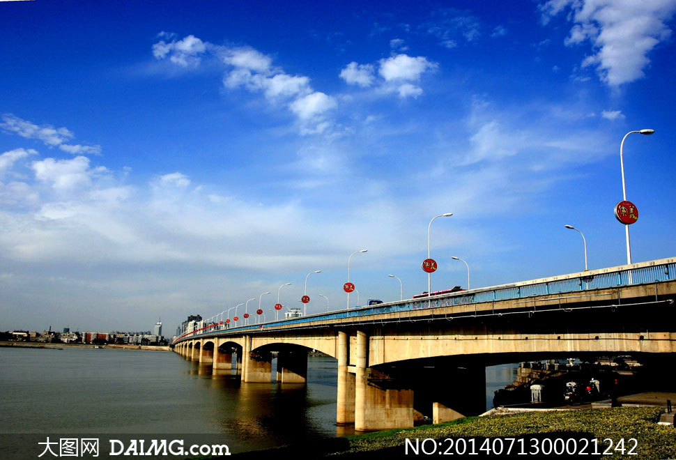 淘宝上传图片不清晰_蓝天白云下的长虹大桥摄影图片_大图网图片素材