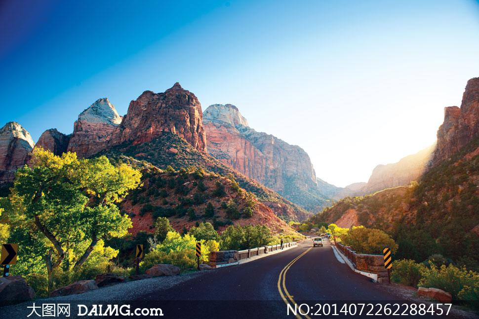高清摄影大图图片素材风景风光蓝天天空蔚蓝大山山野山林树木大树公路