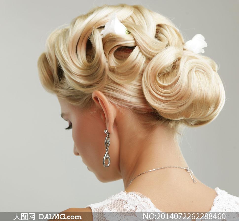 关键词: 高清摄影大图图片素材人物美女女人女性新娘盘头盘发背后侧面