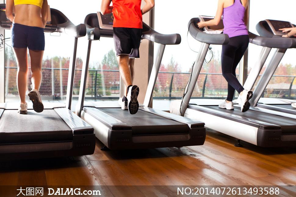 每天在跑步机上跑35分钟这样坚持下去对人有双杠好处上举屈膝能瘦肚子图片