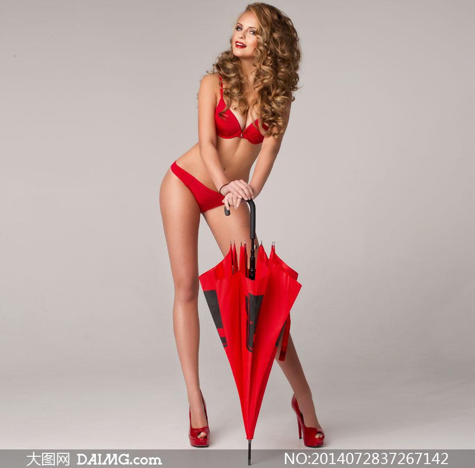 拄着红色伞的内衣美女摄影高清图片