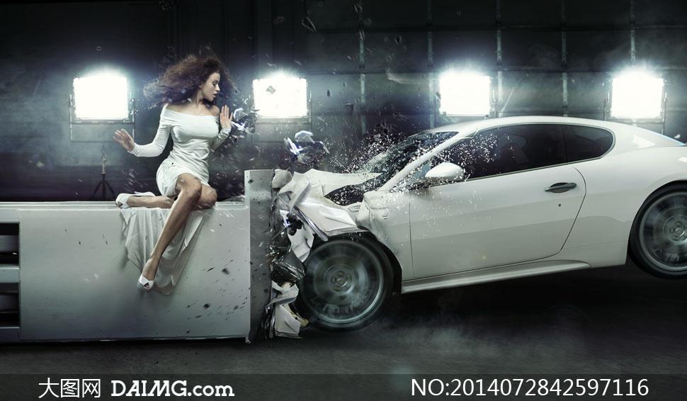 裙装美女与撞击试验的汽车高清图片高清图片