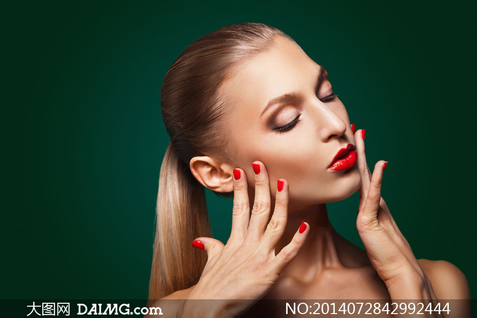 红唇美女模特人物侧面摄影高清图片