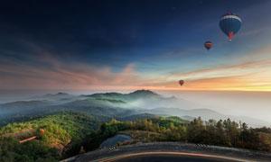 天空云彩热气球与远山摄影高清图片