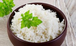 香菜叶点缀的米饭特写摄影高清图片