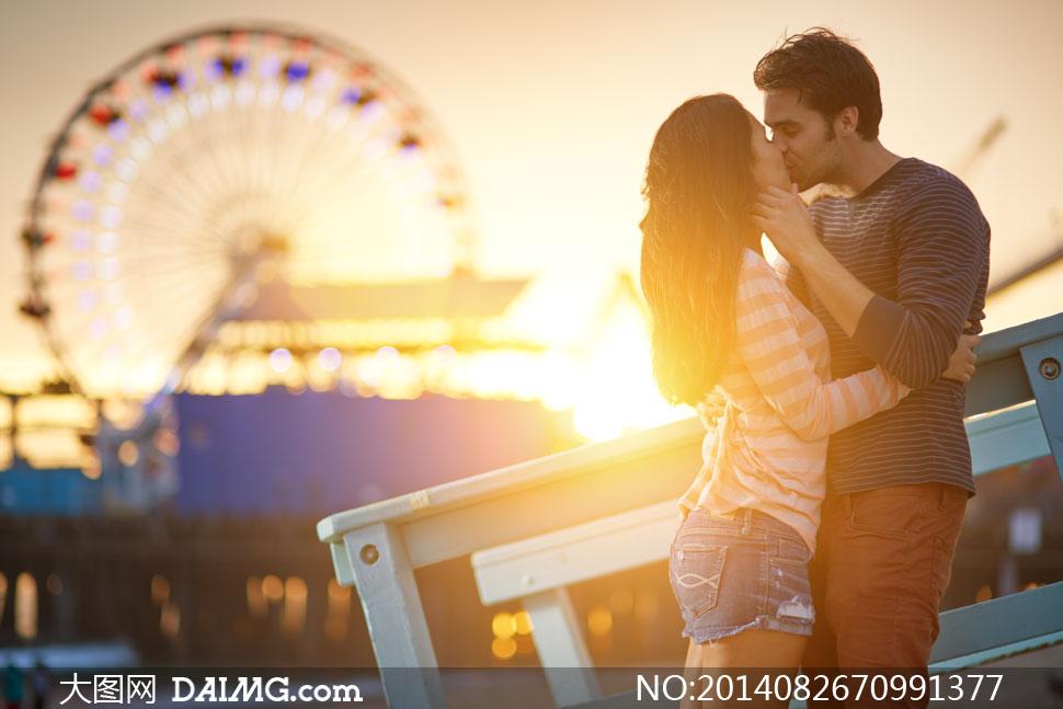 长发秀发长袖短裤热裤光线逆光摩天轮接吻秀恩爱侧面