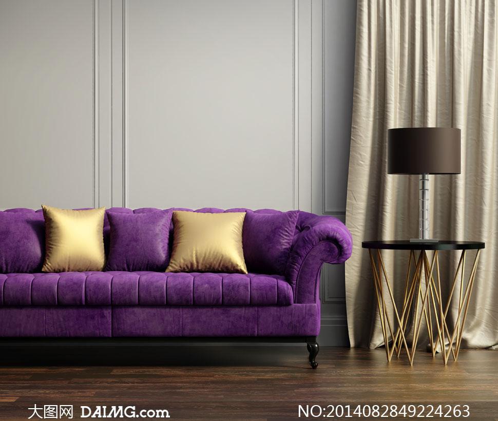 紫色的沙发与金色枕头摄影高清图片