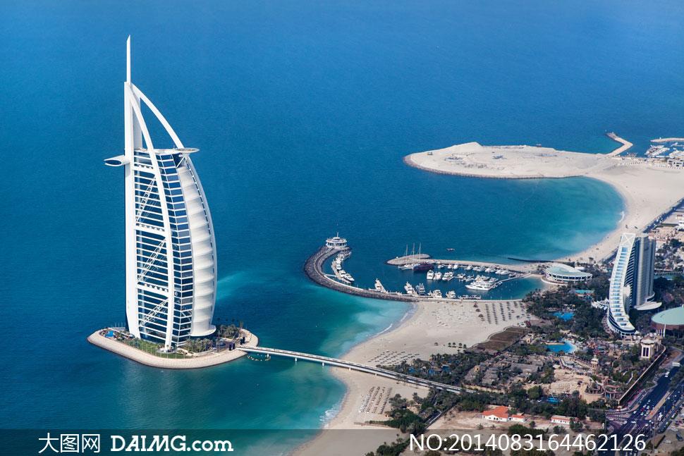 迪拜帆船酒店与建筑群摄影高清图片