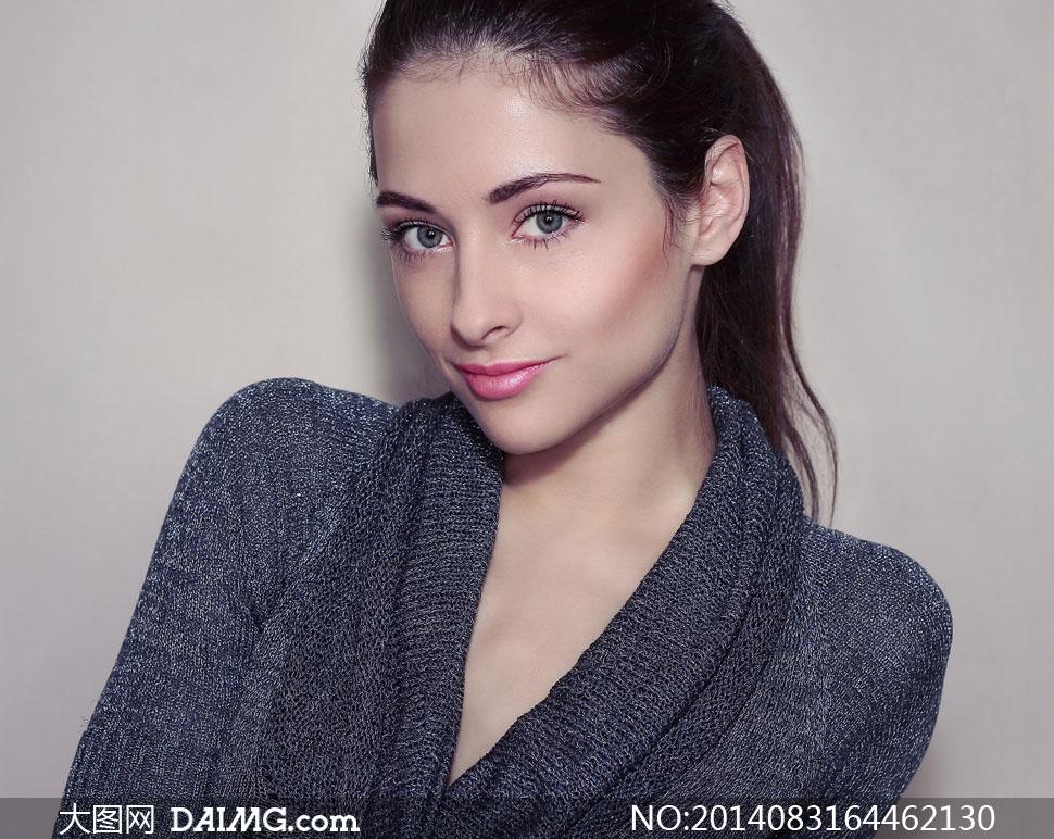 穿深灰毛衣的唇妆美女摄影高清图片 大图网设