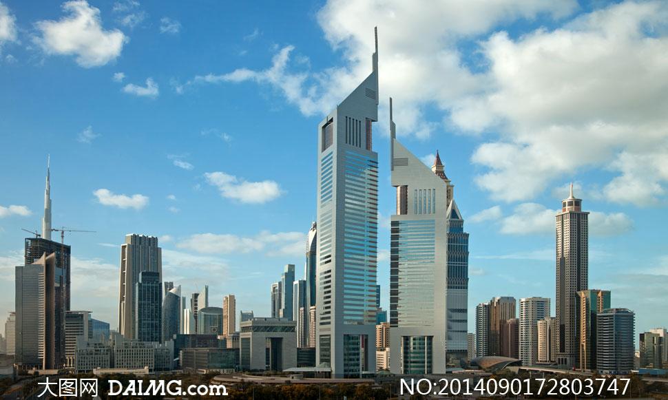 蓝天白云与迪拜建筑群摄影高清图片